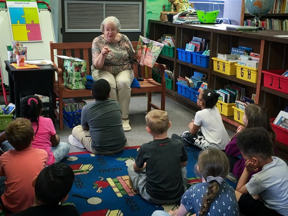 Faye Coble reads to children